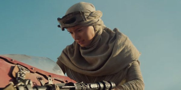 Daisy Ridley In Star Wars: The Force Awakens 2015