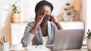 5 common digital eye strain symptoms and how to treat them