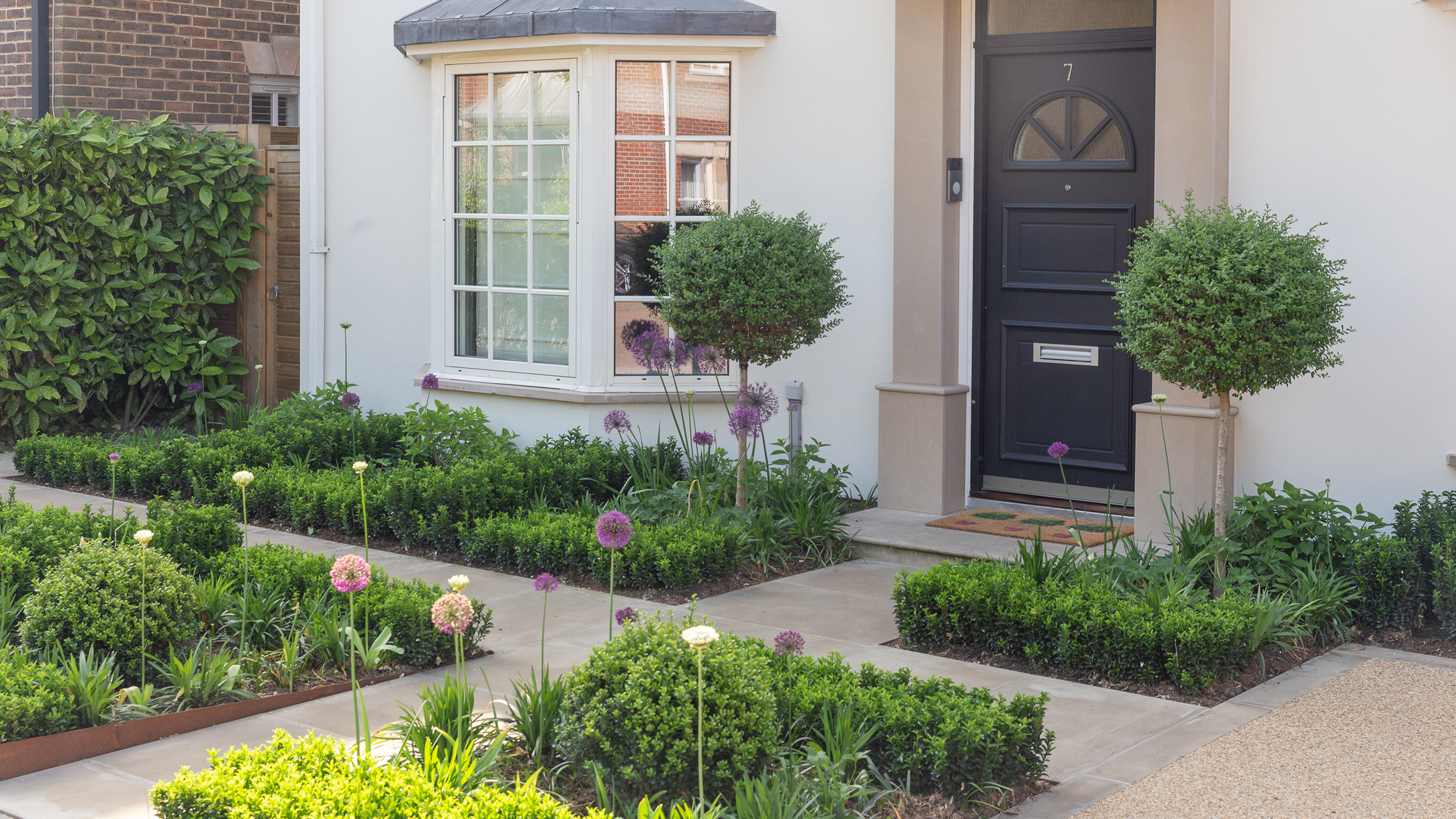 Landscaping ideas for front of house 20 ways to spruce up your ...