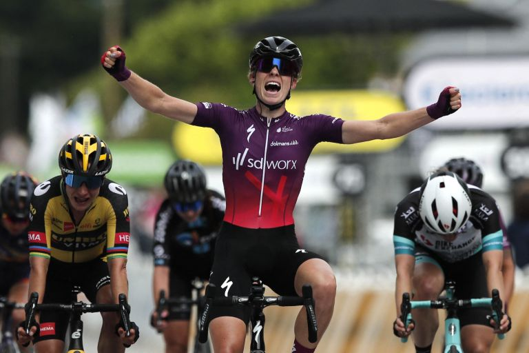 Demi Vollering wins the 2021 editon of La Course by Le Tour de France, on June 26th.