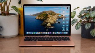 The Macbook Air 2020 has a display coating problem