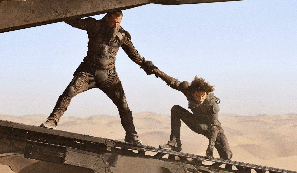 Dune Josh Brolin and Timothee Chalamet in danger on an aircraft