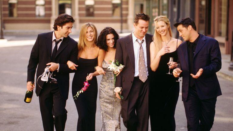 "Cast members of NBC's comedy series ""Friends."" Pictured: David Schwimmer as Ross Geller, Jennifer Aniston as Rachel Green, Courteney Cox as Monica Geller, Matthew Perry as Chandler Bing, Lisa Kudrow as Phoebe Buffay, Matt LeBlanc as Joey Tribbiani"