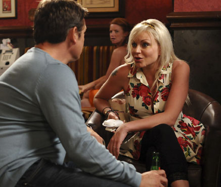 Ricky impresses Roxy at the speed-dating event