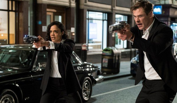 Tessa Thompson and Chris Hemsworth point space guns in Men In Black International