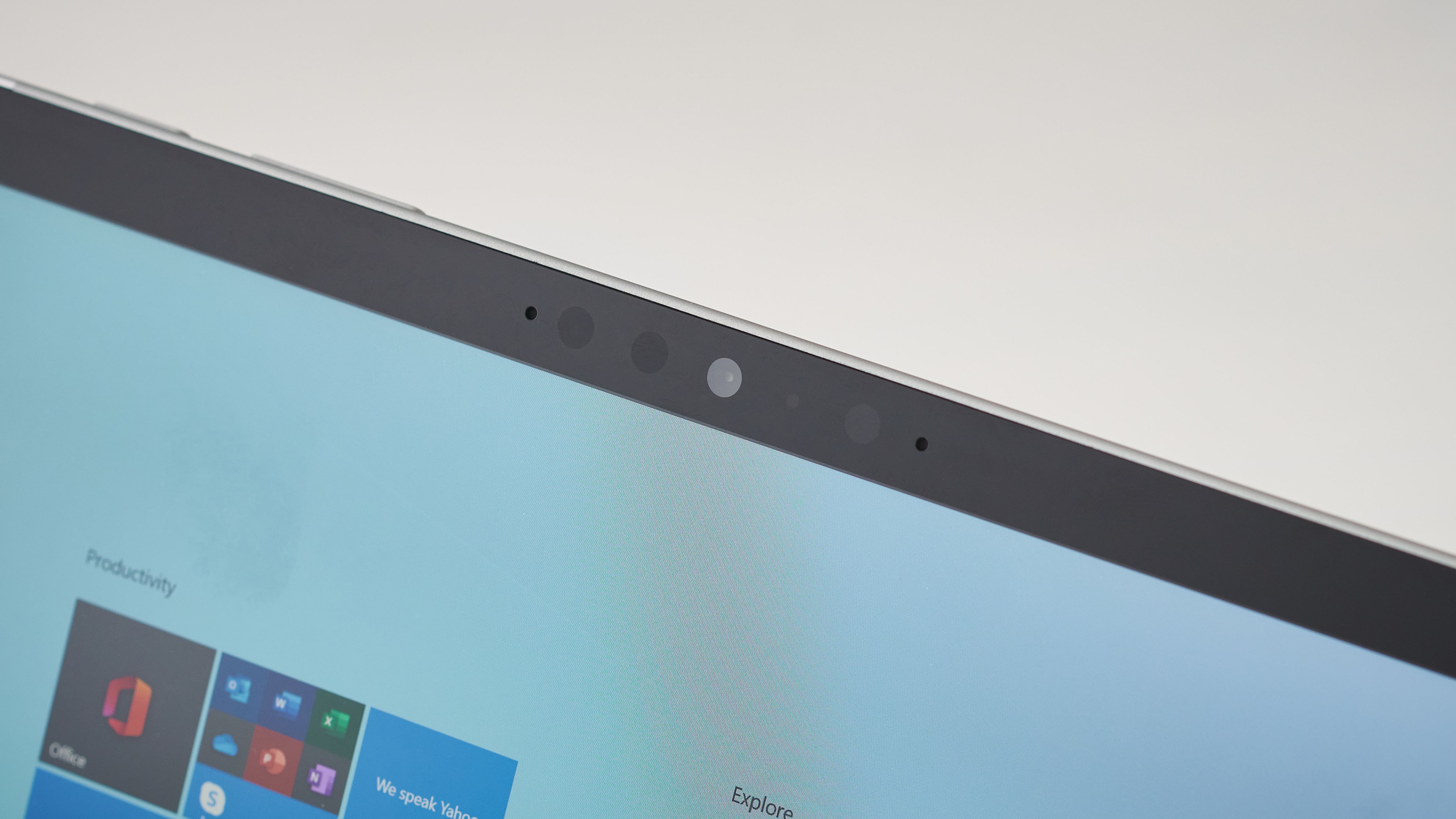Microsoft Surface Go 2's camera and screen bezels