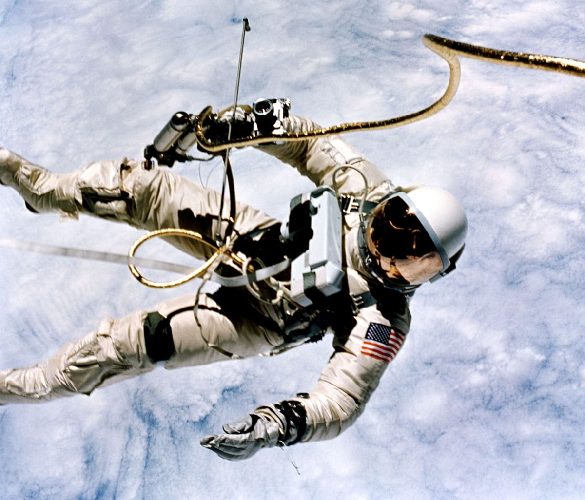 first american astronaut to walk in space - photo #5