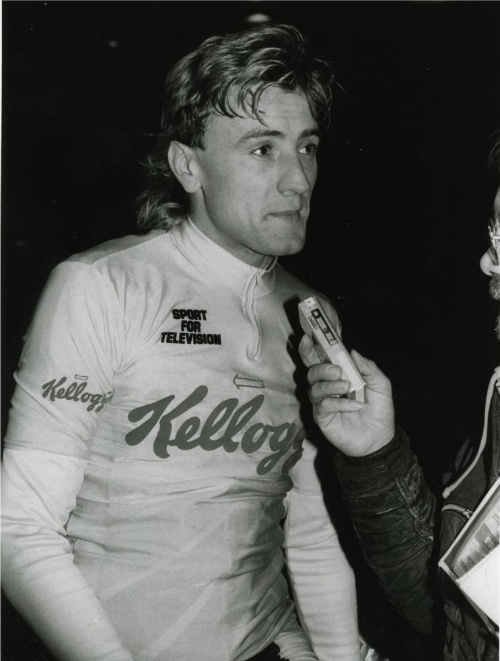 Malcolm Elliott talking to the press, Kellogs Tour