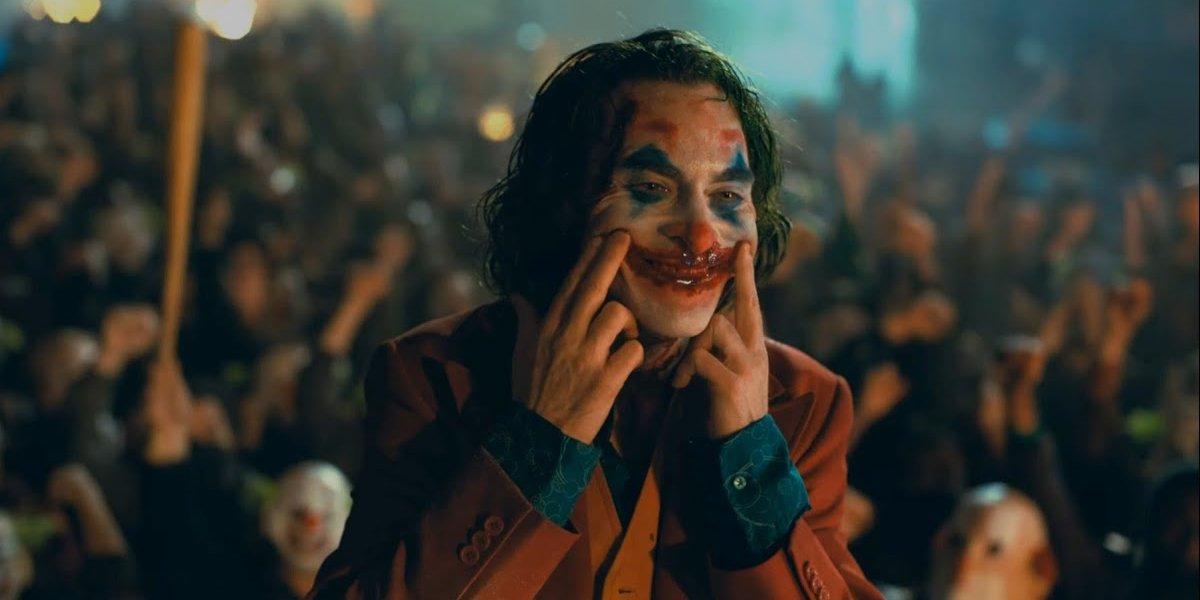 Joaquin Phoenix goes full Joker