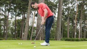 Which hand leads in putting?
