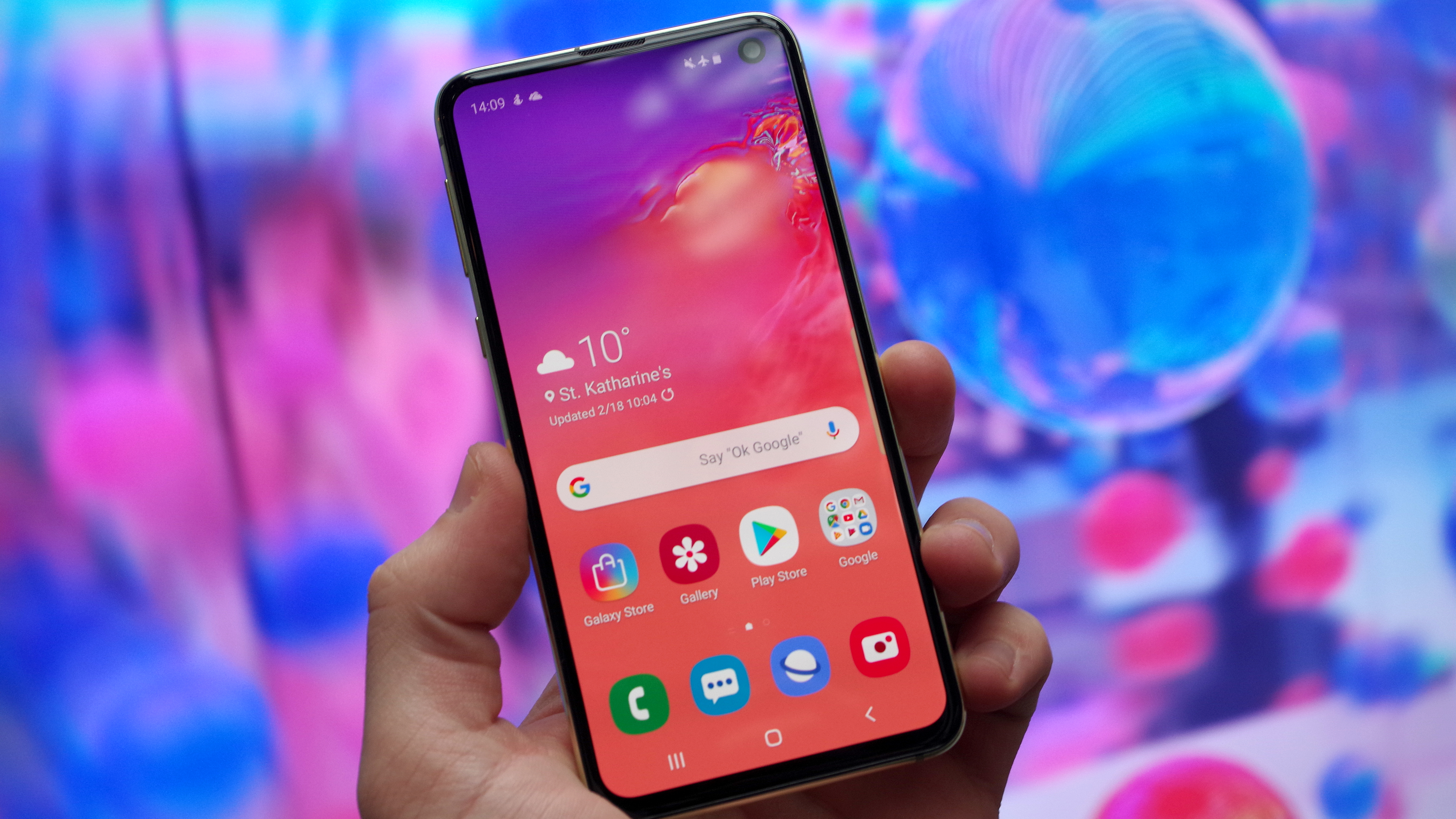 Samsung Galaxy S10e Review Samsung S Pocket Superstar Impresses In Almost Every Way T3