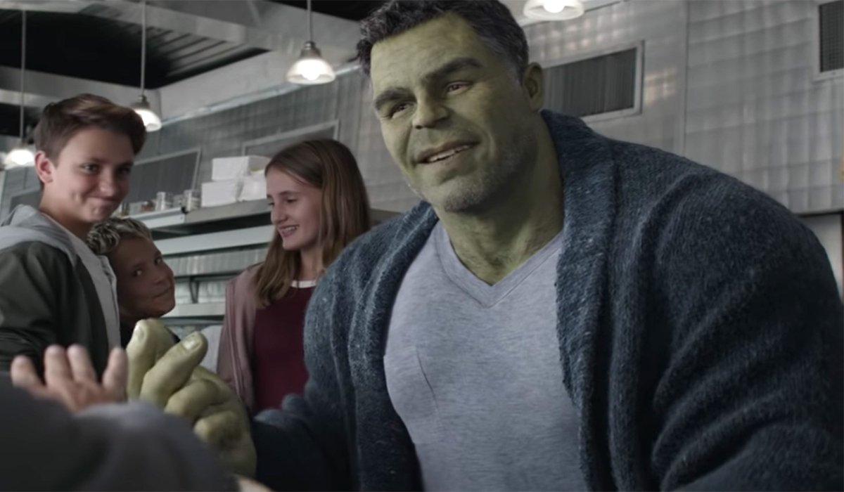 Avengers: Endgame Hulk in the diner, talking with kids