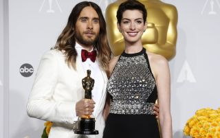 Jared Leto and Anne Hathaway standing together at an awards show.