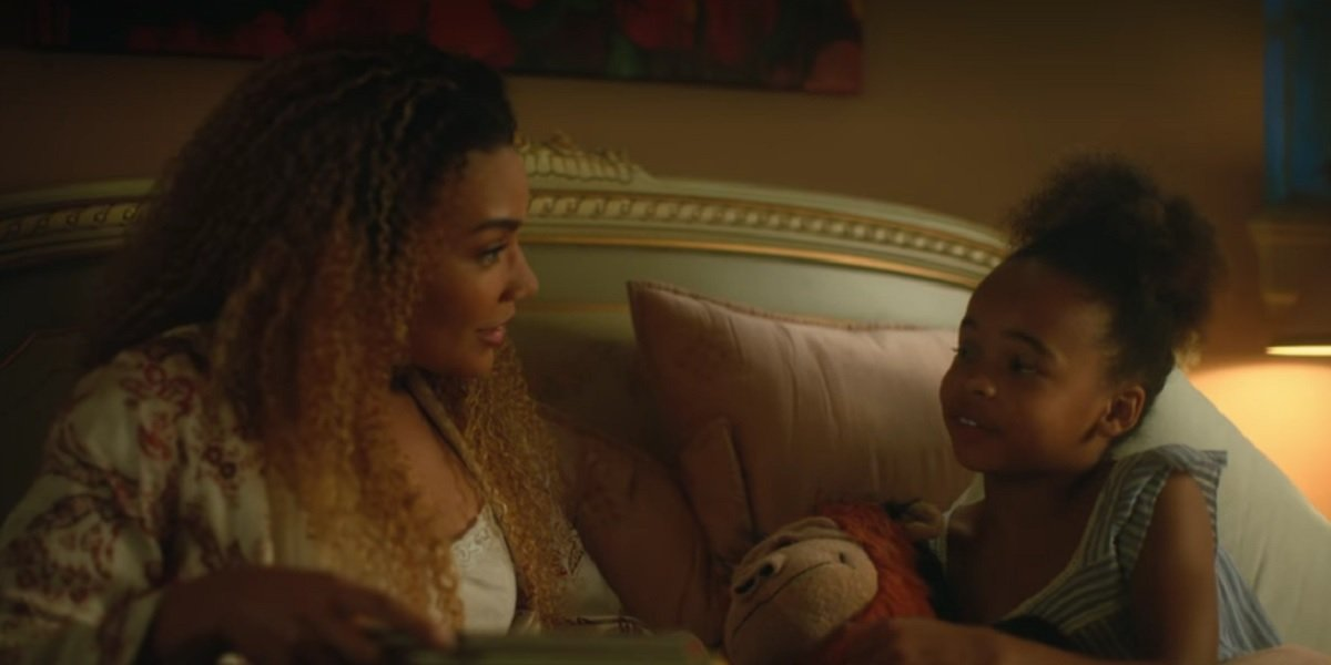 Coco Assad and  Emmy Raver-Lampman as Allison and Claire in Umbrella Academy