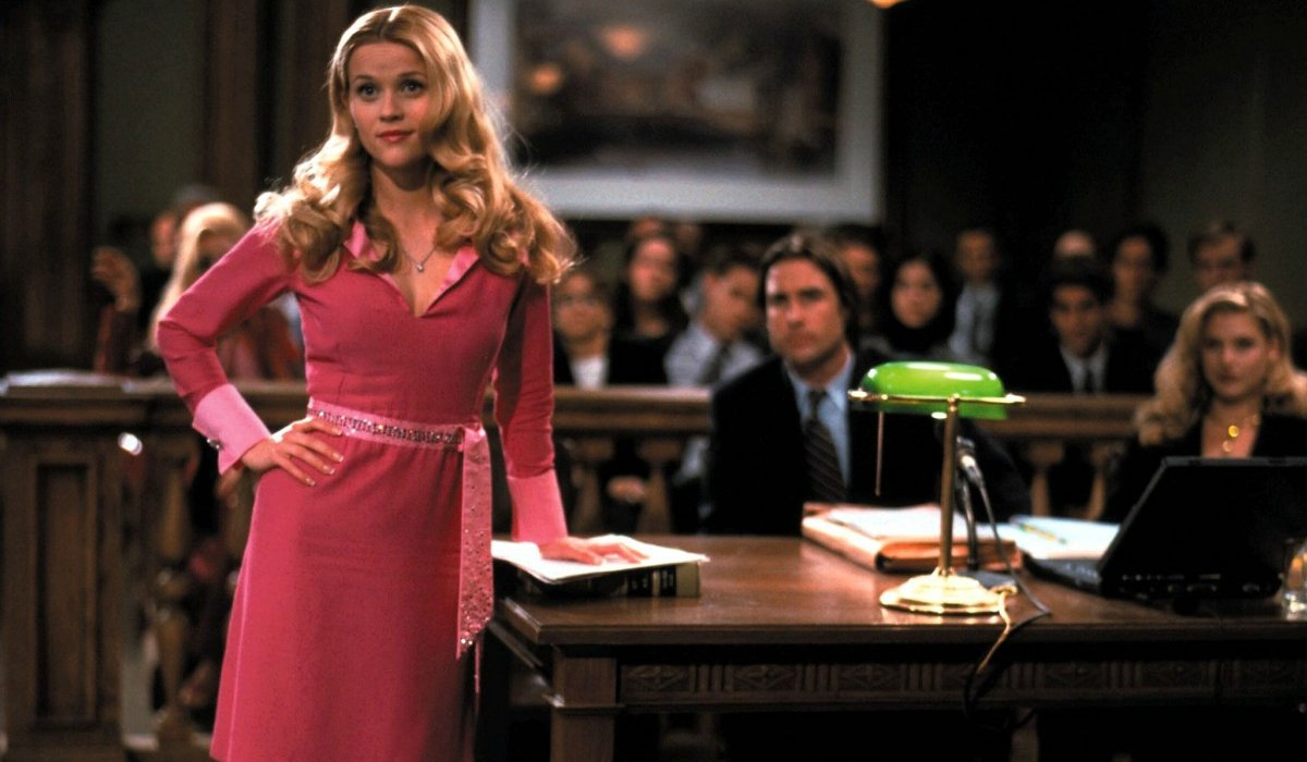 Resse Witherspoon wearing pink in court in Legally Blonde.