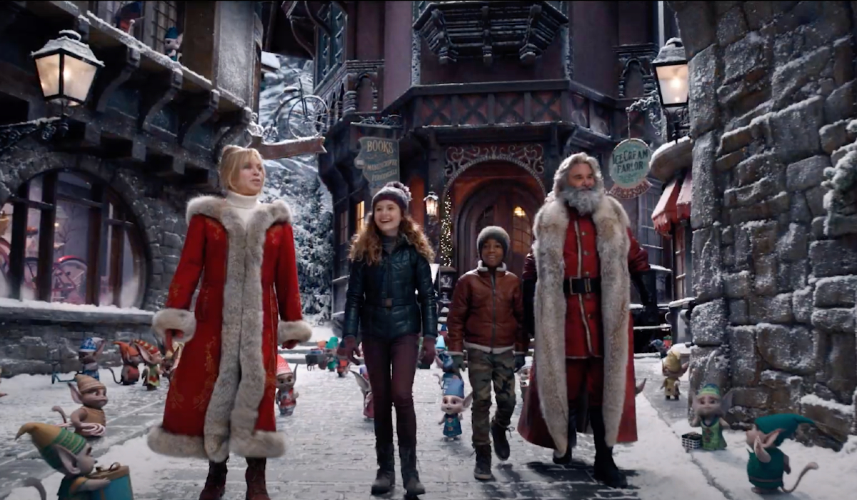 The Christmas Chronicles 2 Mrs. Claus and Santa show Kate and Jack through the North Pole