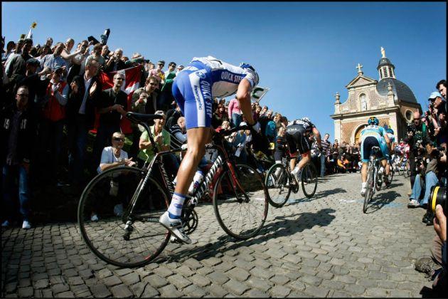 Tackling the Muur van Geraardsbergen during the 2009 Tour of Flanders