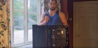 Henry Cavill builds a PC