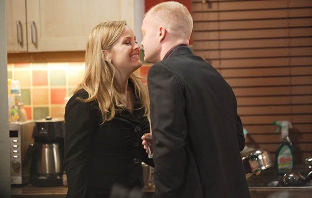 Max Branning besa a Tanya Branning en EastEnders