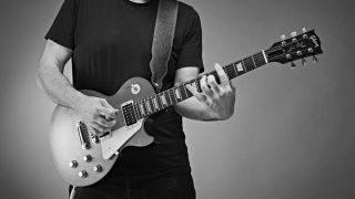 Beginner guitar: How to play powerchord riffs