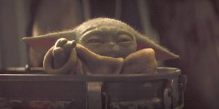 baby yoda using force the mandalorian