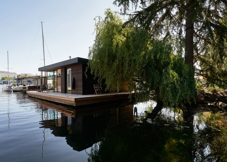 Modern floating home by Studio DIAA