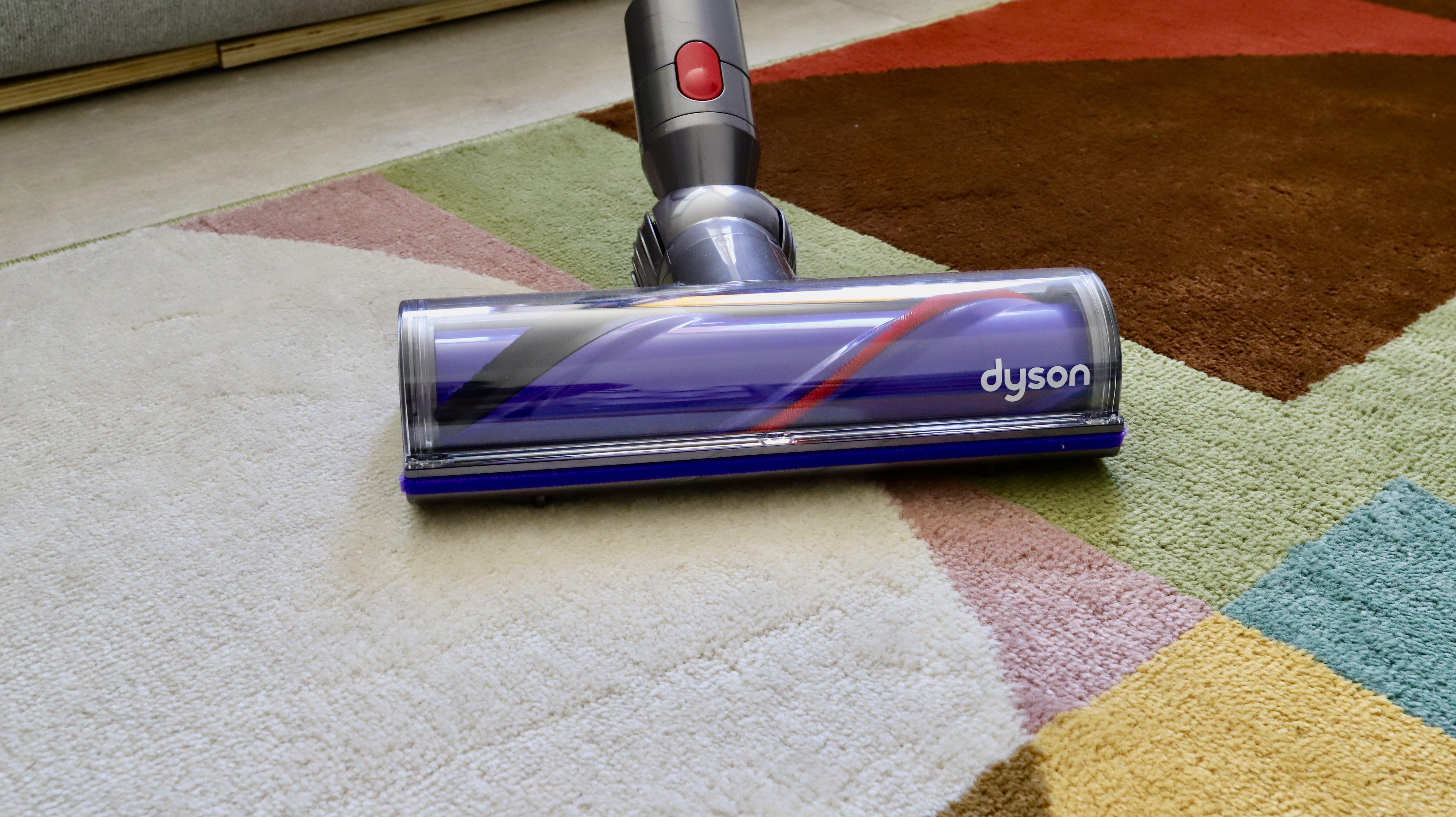 Dyson V8