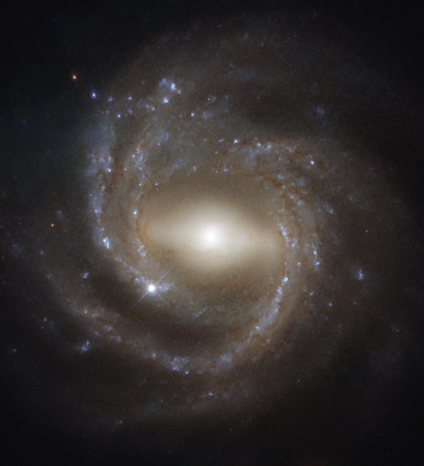 This Gorgeous Spiral Galaxy Photo May Hold Clues About Our Milky Way S Inner Workings Space