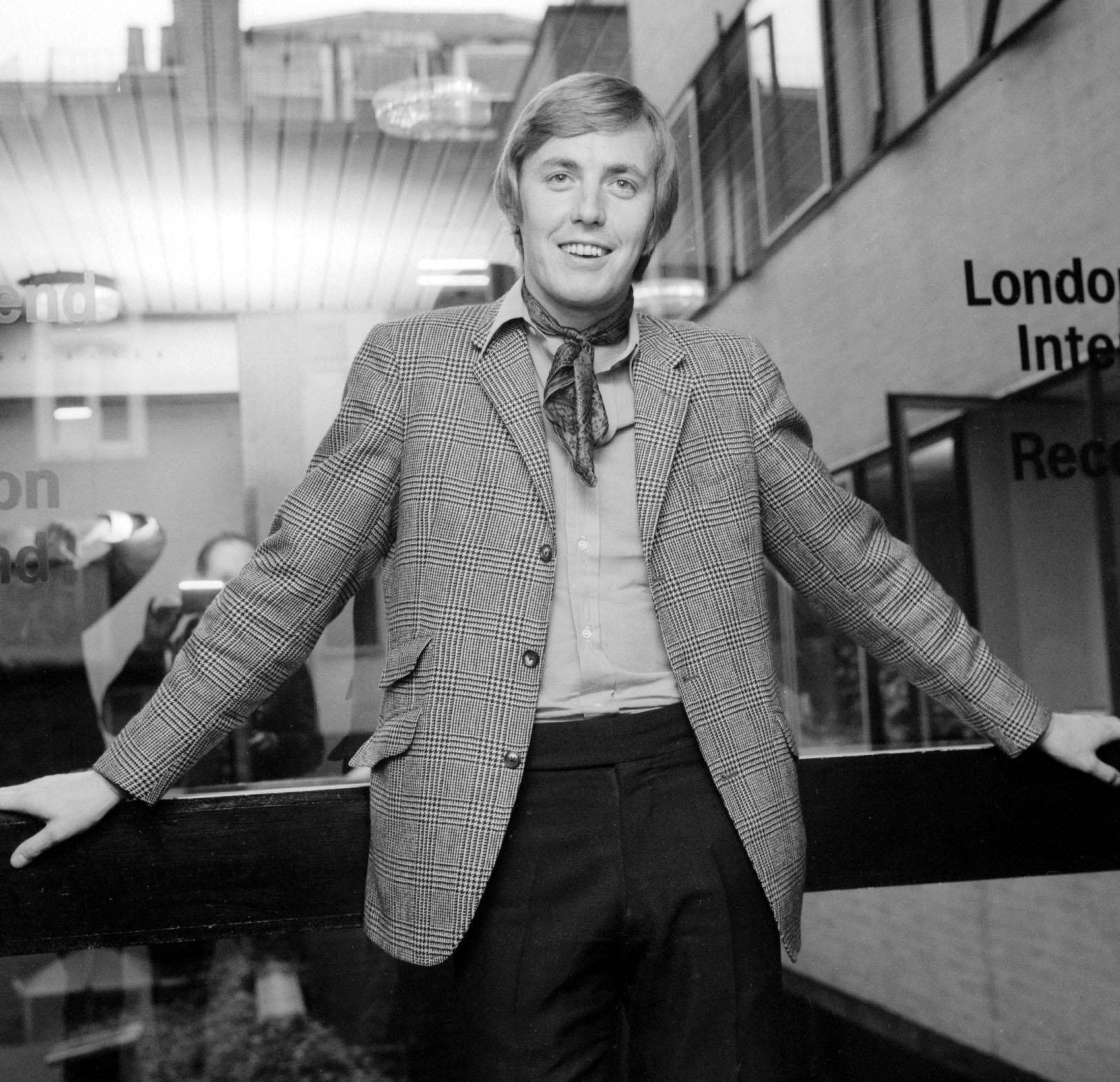 60s TV presenter Simon Dee dies