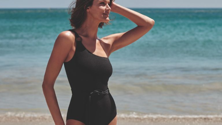 bathing suits for body types: model wearing F&F bathing suit