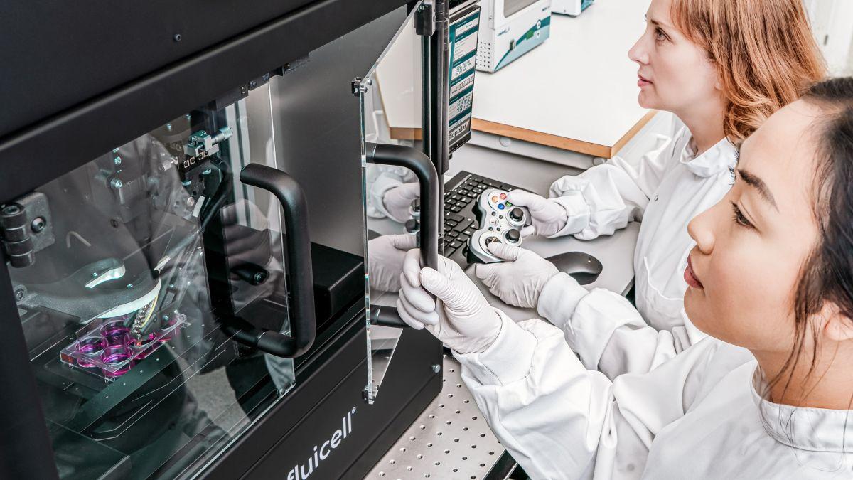 Công cụ sinh học 3D đắt tiền này được điều khiển bởi một gamepad 10 đô la