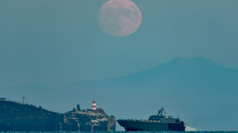 Blue Moon, Halloween