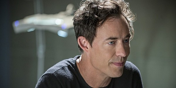 The Flash Apparently Earth 2 S Harrison Wells Is A Total