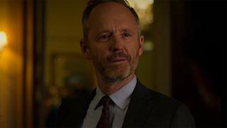 John Benjamin Hickey talking in Jessica Jones episode 3x01