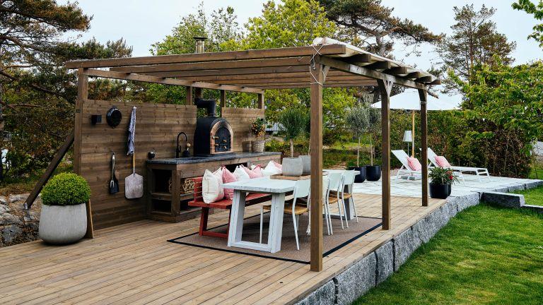 outdoor kitchen ideas: Lundhs covered kitchen
