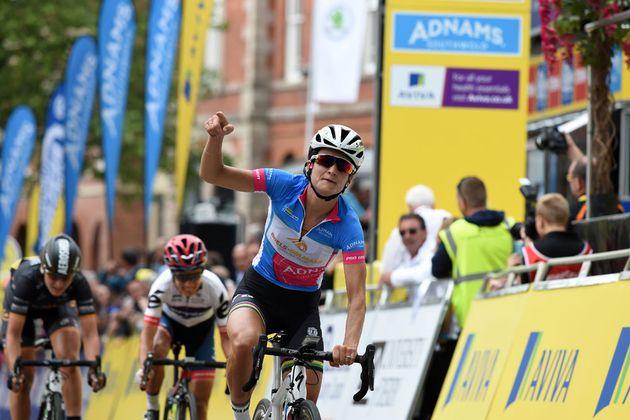 Lizzie Armitstead wins Women's Tour 2016 stage three