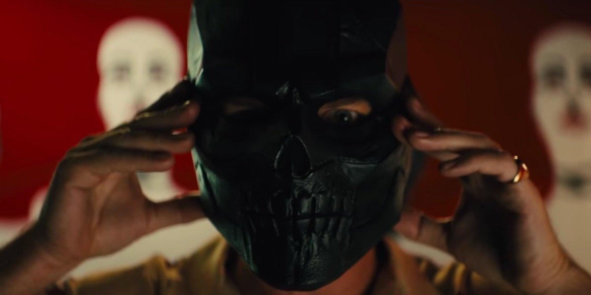 Birds Of Prey S Ewan Mcgregor Reveals Black Mask Details Cinemablend