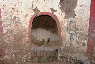 The tomb's entranceway is located on the south wall of the tomb. It was blocked off with bricks 1,000 years ago. Images of two servants can be seen flanking the entrance.