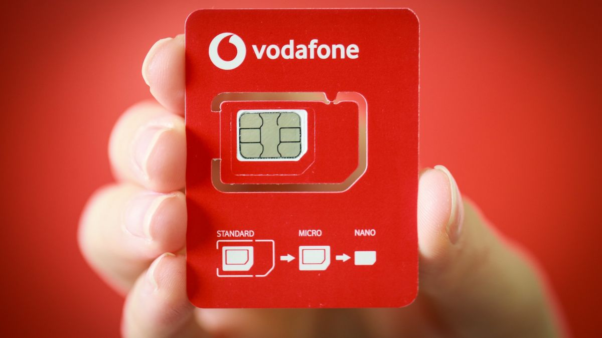 Vodafone issues 'half-sized' SIMs in war on plastic