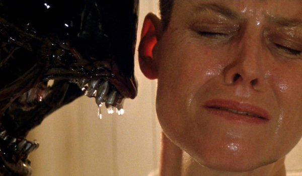 Alien 3 Ripley cornered by a Xenomorph