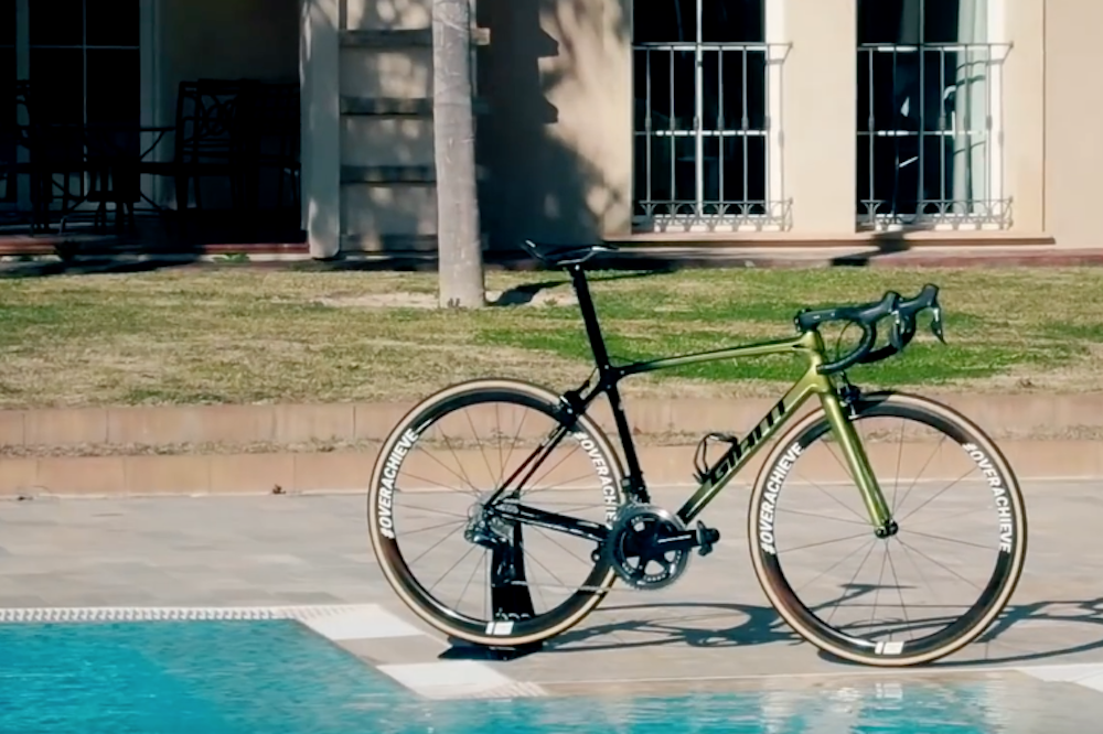 4f192f3dc07 Greg Van Avermaet to ride a gold Giant TCR in 2019 (video) - Cycling ...