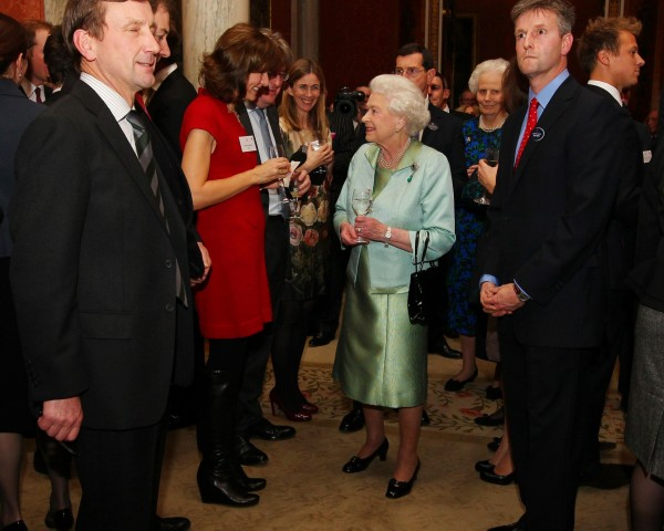 Fiona Bruce meeting the Queen in 2011