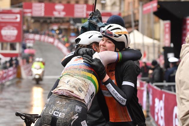 Anna van der Breggen celebrates victory at the 2018 Strade Bianche (Foto  LaPresse – Massimo Paolone) 52708dcbf