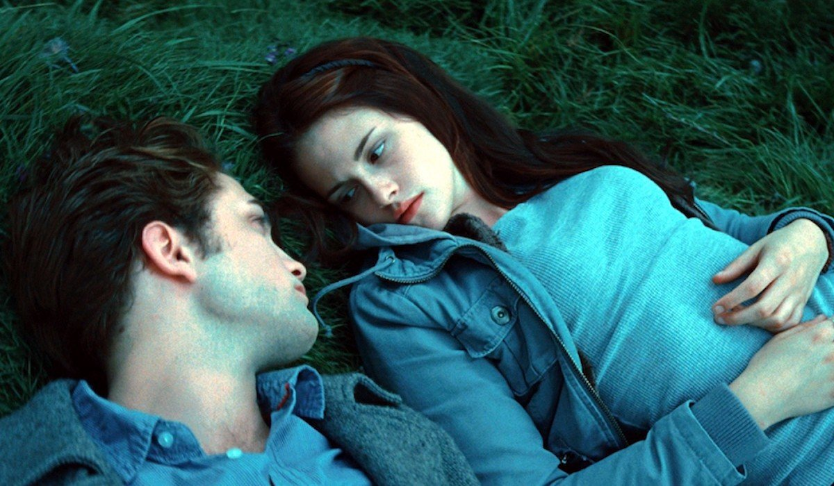 Edward and Bella looking into each others eyes