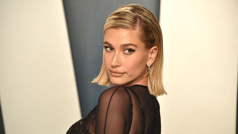 Hailey Bieber attends the 2020 Vanity Fair Oscar Party at Wallis Annenberg Center for the Performing Arts on February 09, 2020 in Beverly Hills, California.