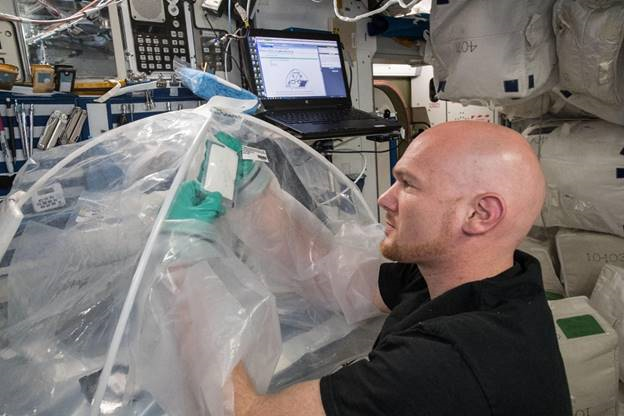 Astronauts Make First Cement in Space to Support Future Martian Habitats - Space.com