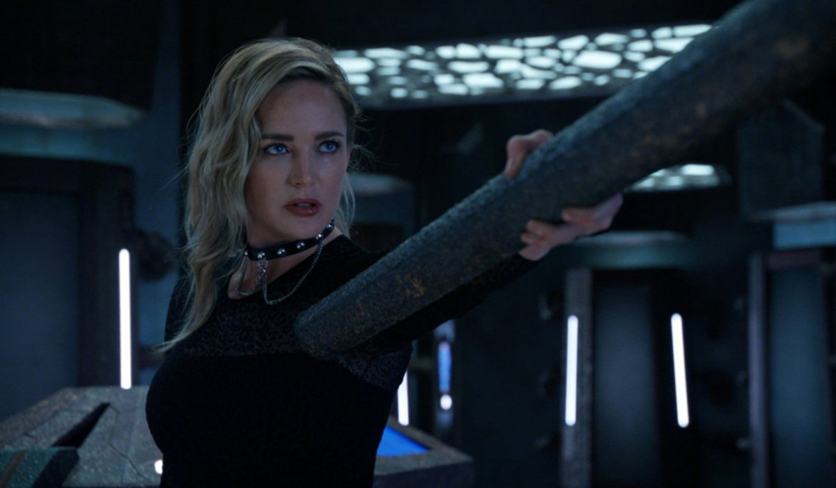 legends of tomorrow season 6 sara lance abducted by aliens the cw