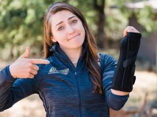 Kate Courtney broken arm