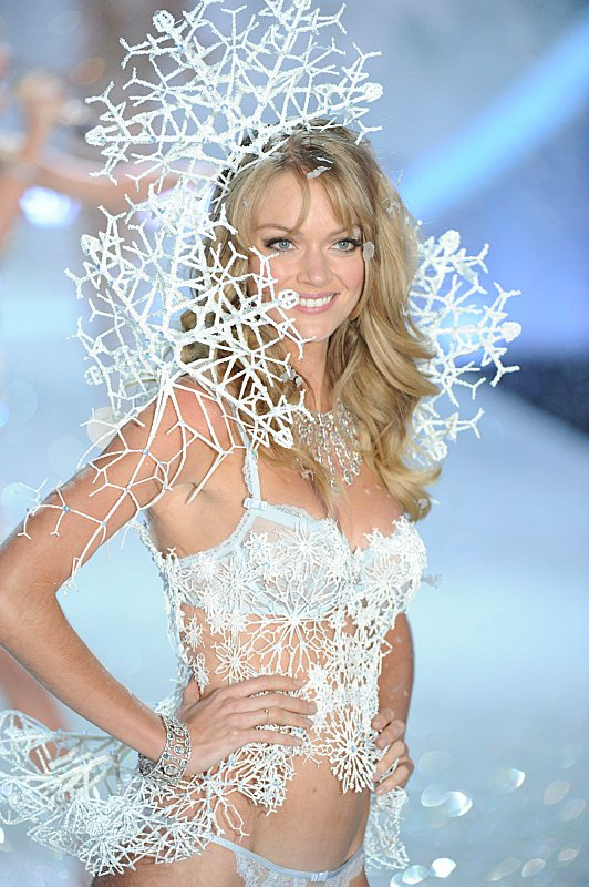 Watch Victoria's Secret Angels Lip Sync To Taylor Swift's 'I Knew You Were Trouble' #29894