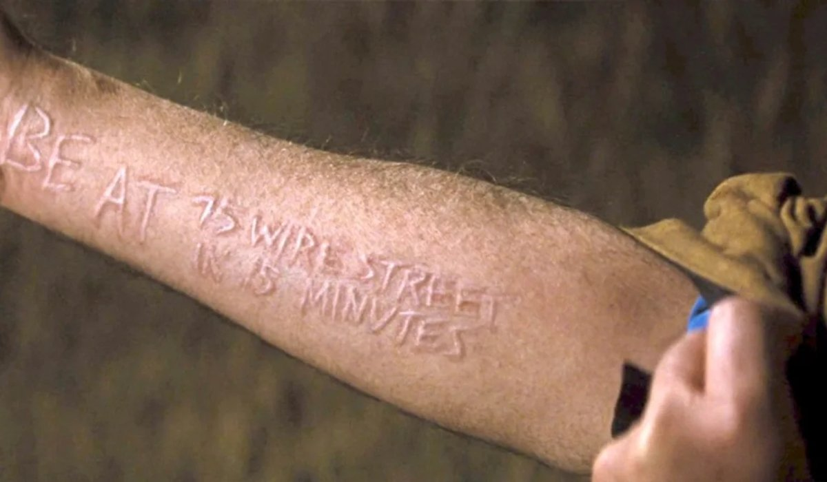 Looper a scarring message on Older Seth's arm